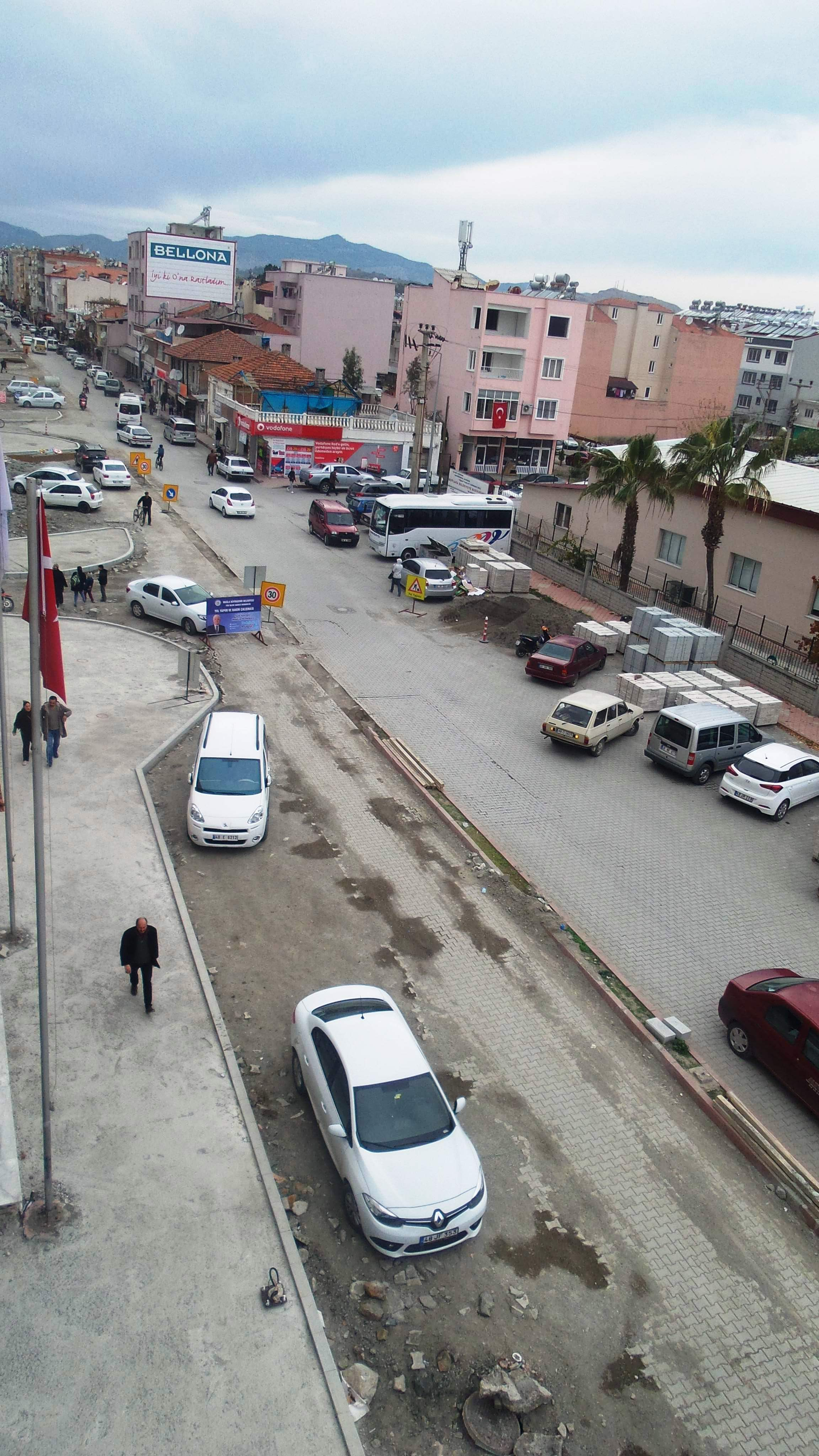 Atatürk Caddesi'nde çalışmalar devam ediyor