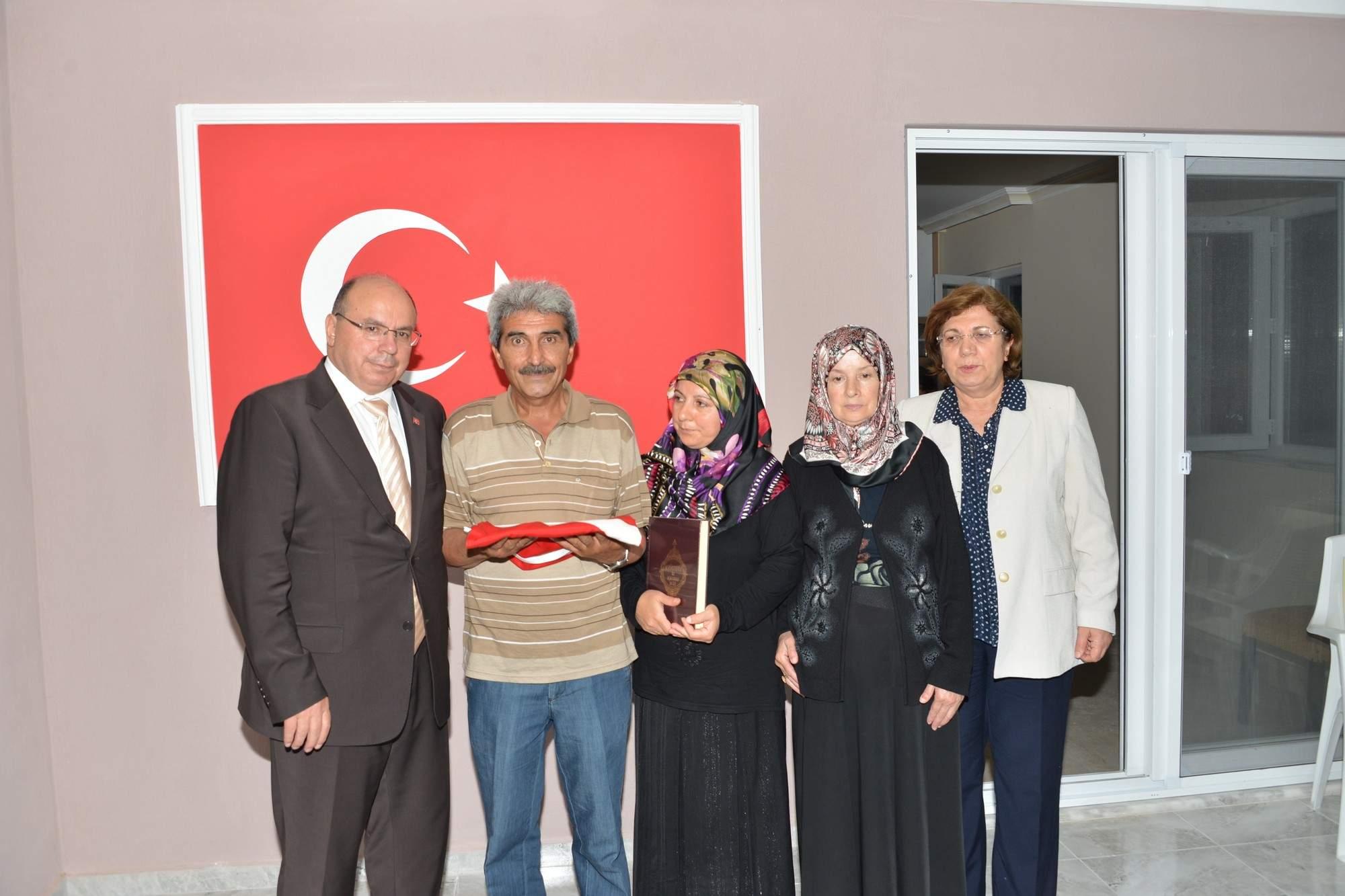 Vali Çiçek, Şehit Sefa Altınsoy'un ailesini ziyaret etti