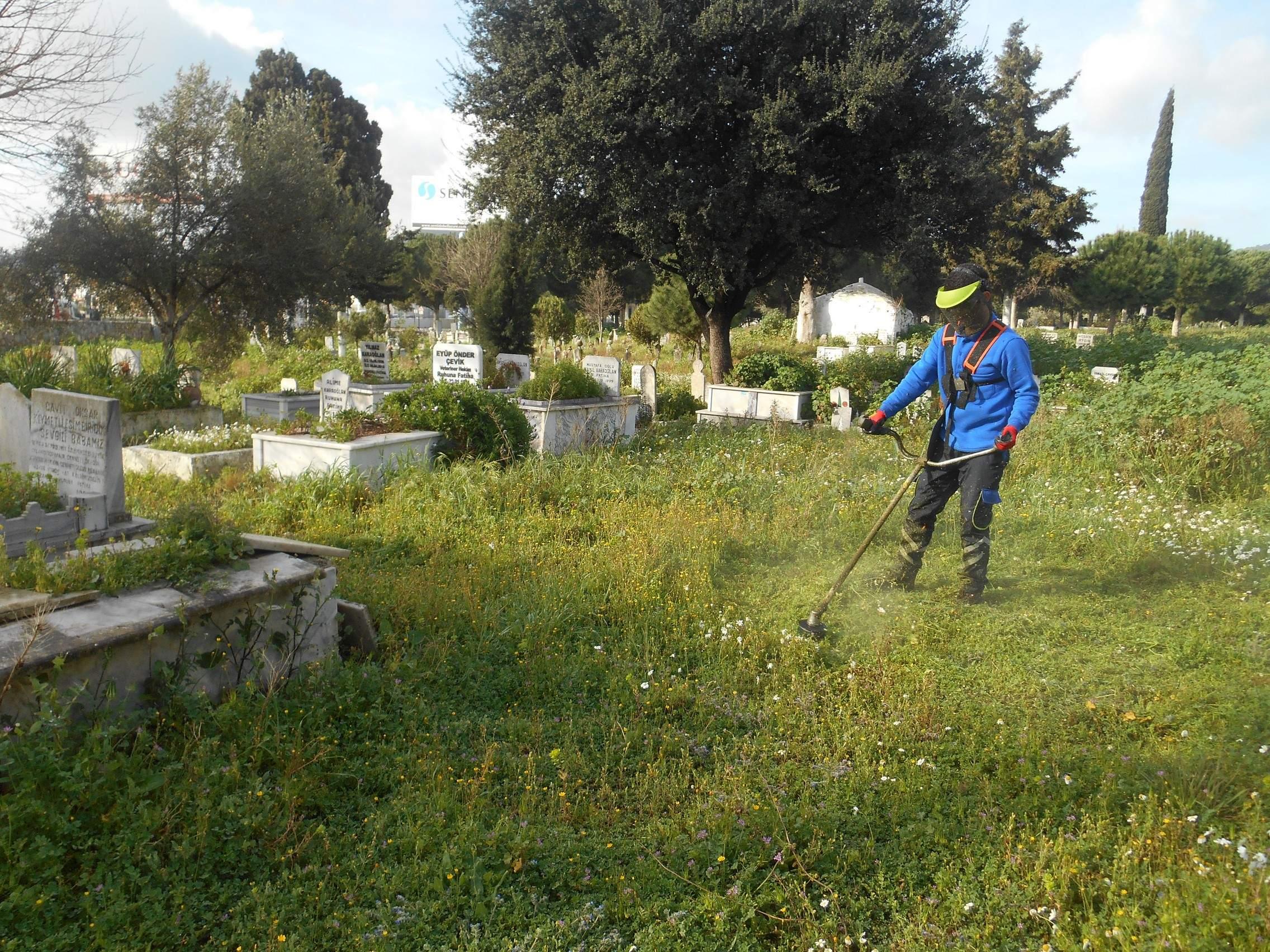 1375 Mezarlık Alanı Temizlendi