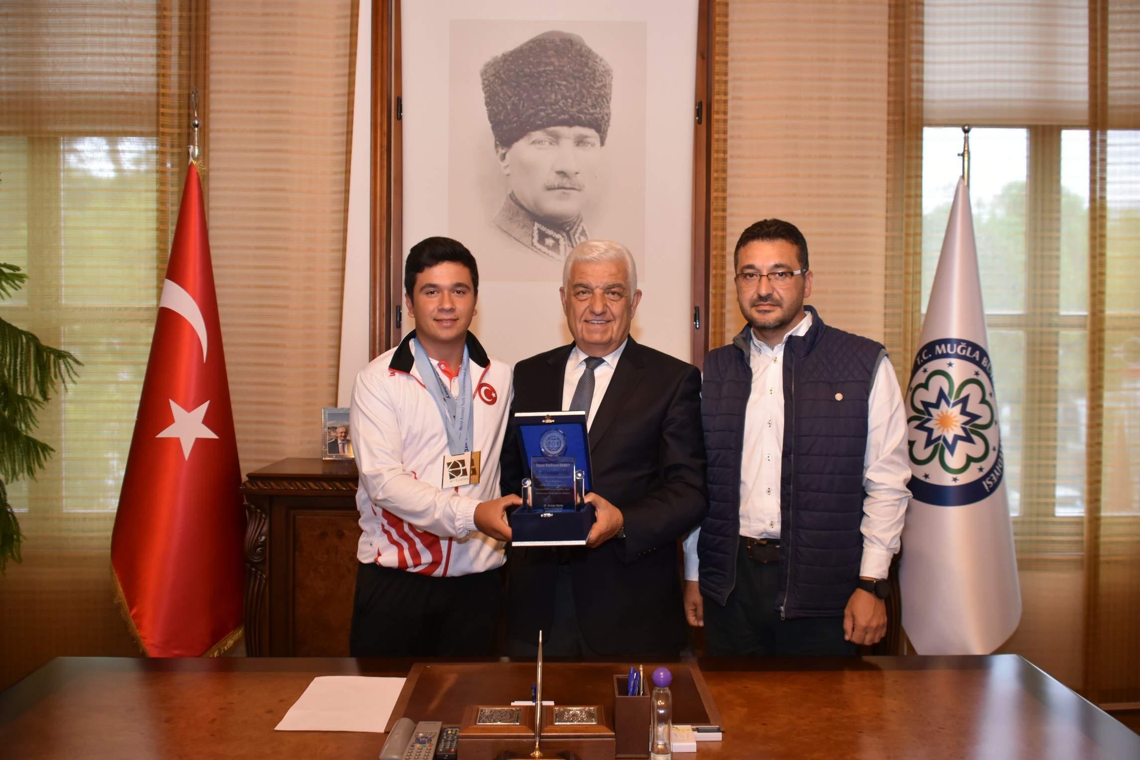 Dünya Şampiyonu Okçu'dan Başkan Gürün'e Ziyaret