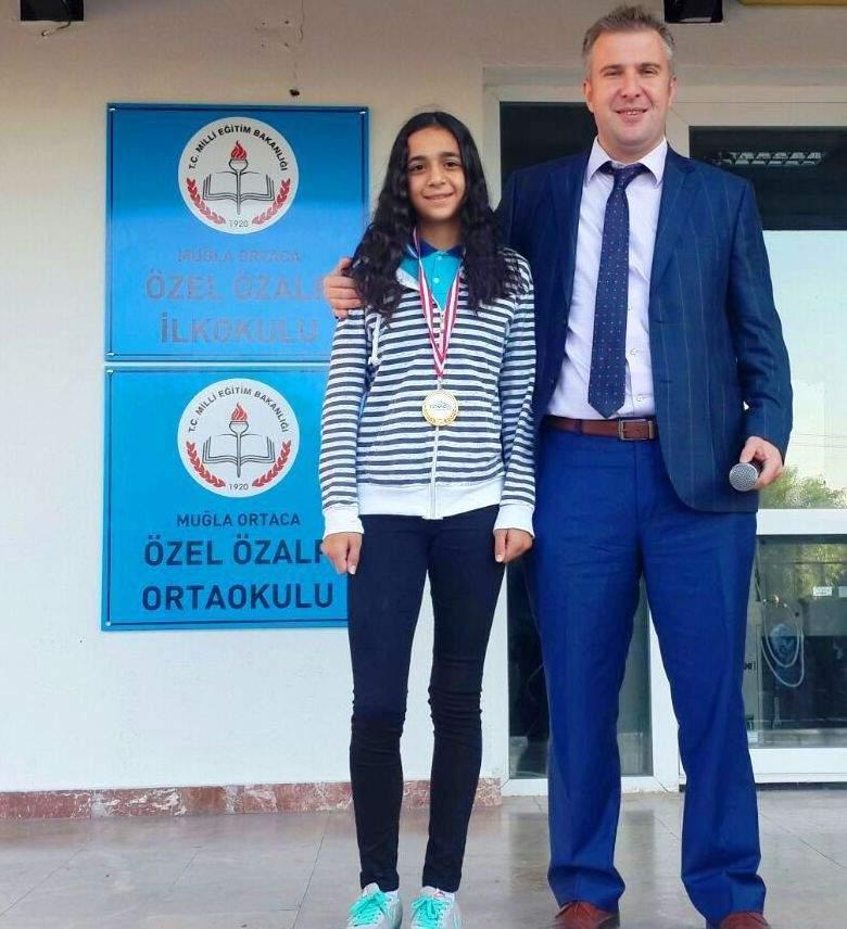 Özalp Okulları öğrencisi teniste Türkiye 2.si oldu