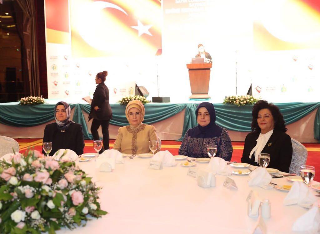 Vali Civelek, Gönül Elçileri Projesi kapsamında İzmir'de düzenlenen toplantıya katıldı