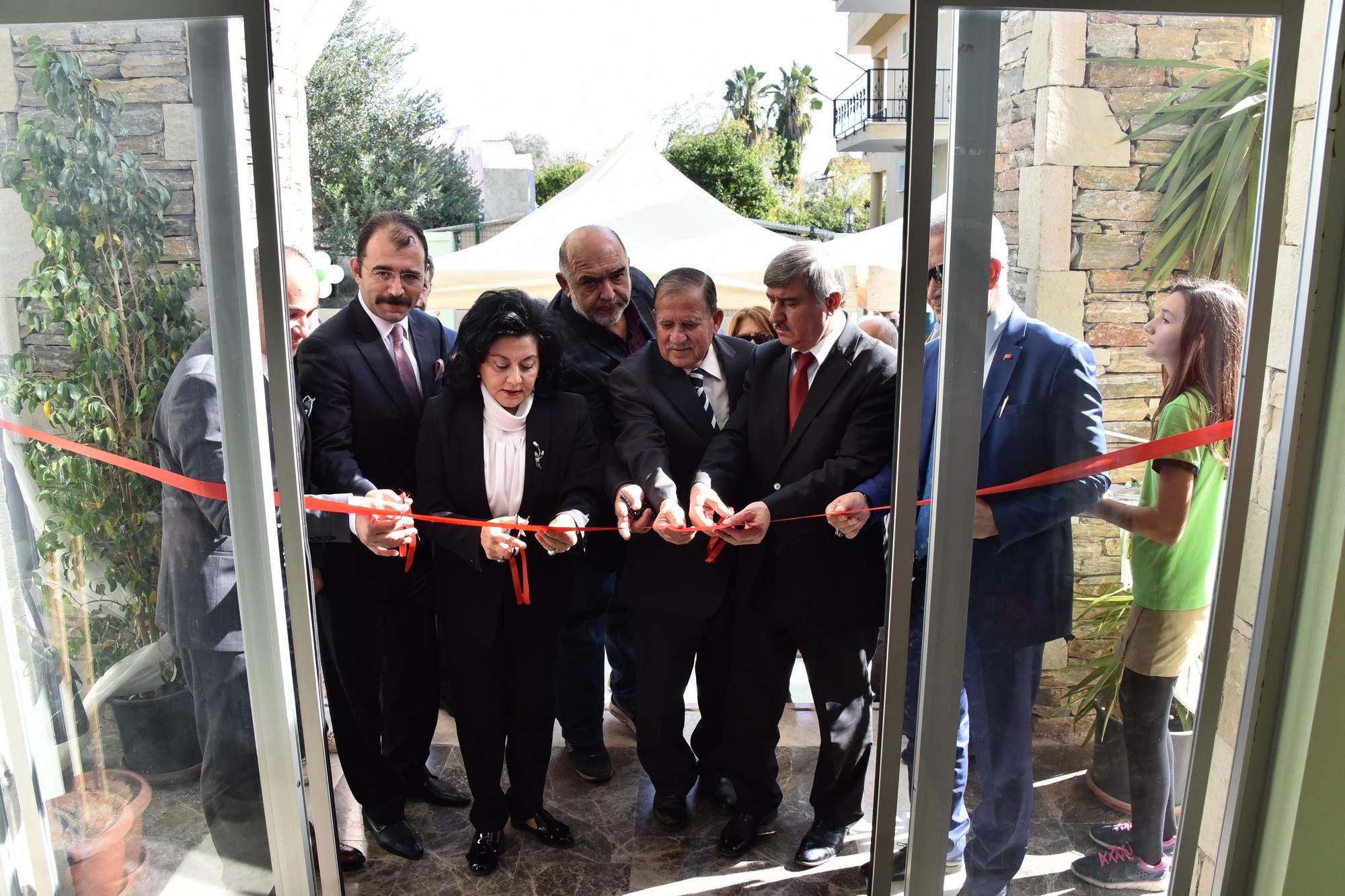Vali Civelek, Köyceğiz'de gerçekleştirilen okul açılış törenine katıldı